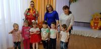В преддверии Международного женского дня 8 марта у нас прошло праздничное мероприятие. Мероприятие, посвященное первому весеннему празднику в детском саду «Колокольчик» во второй младшей группе «Крепыши» прошло в торжественной и радостной атмосфере.