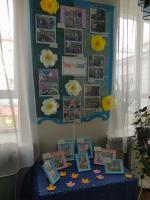 дети и родители активно принимали участие в озеленение участка детского сада. посадили деревья, цветы. Воспитатели подготовили фотовыставку «Зеленый уголок  Заполярья»